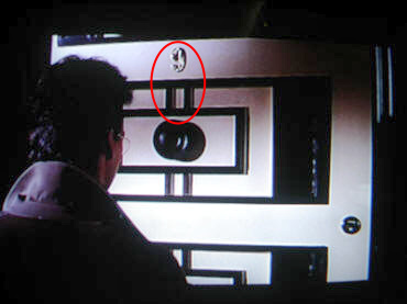 Does Vicki Vale's apartment number and door design make a stylized '9-11'?